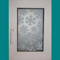Декорация окна снежинки